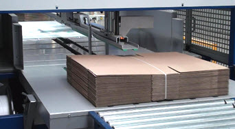Packaging conveyor for cardboard boxes